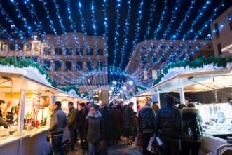 Les illuminations scintillantes du marché de Noël de Rouen vous permettront de vivre un moment unique ou le réel et l'irréel fusionnent pour vous transporter dans un monde magique