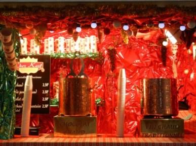 L'incontournable vin chaud sera présent au marché de Noël de Rouen, de quoi réchauffer vos papilles tout en flânant dans le marché